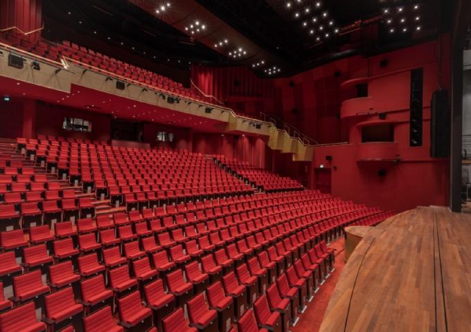 Theaterzaal vanaf de zijkant